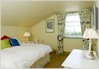 The Elephant's Nest Inn - bedroom