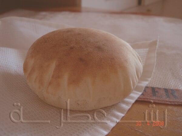 طريقة عمل الخبز اللبناني بالخطوات 1.jpg