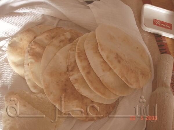 طريقة عمل الخبز اللبناني بالخطوات 14.jpg