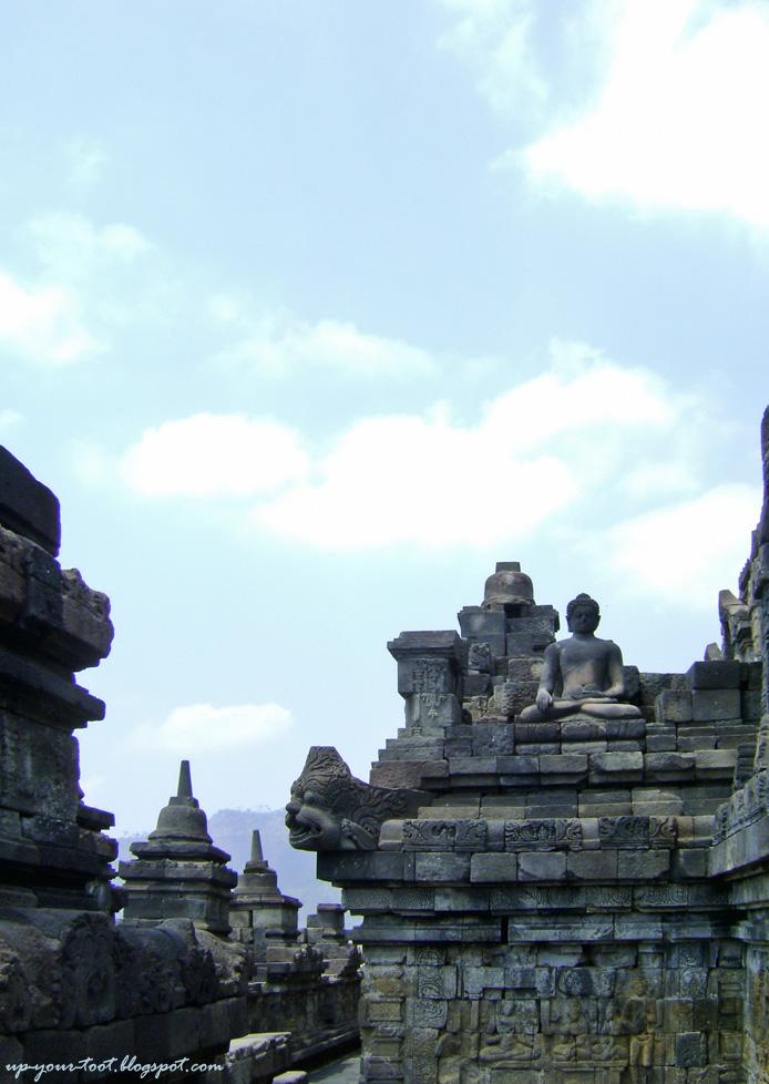 Bhumisparsa Mudra Buddha, Borobudur