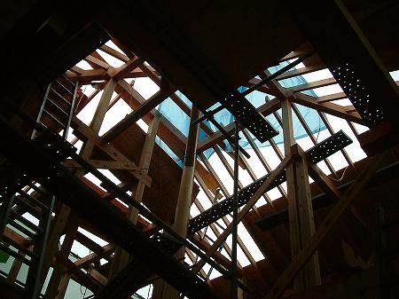 吹き抜け・オール電化床暖房・デザイン注文住宅の工事過程写真13トップサイドライト軸組