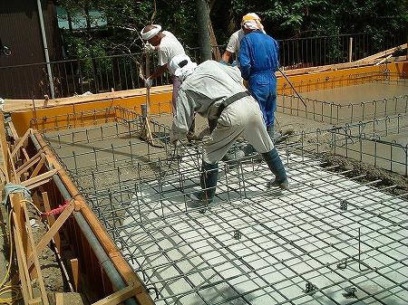 吹き抜け・オール電化床暖房・デザイン注文住宅の工事過程写真8基礎コンクリート打設