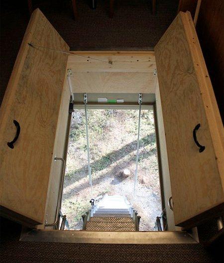 Escada retrátitil para o quarto UFO