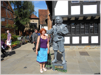 Glynis with the Shakespeare moving statue