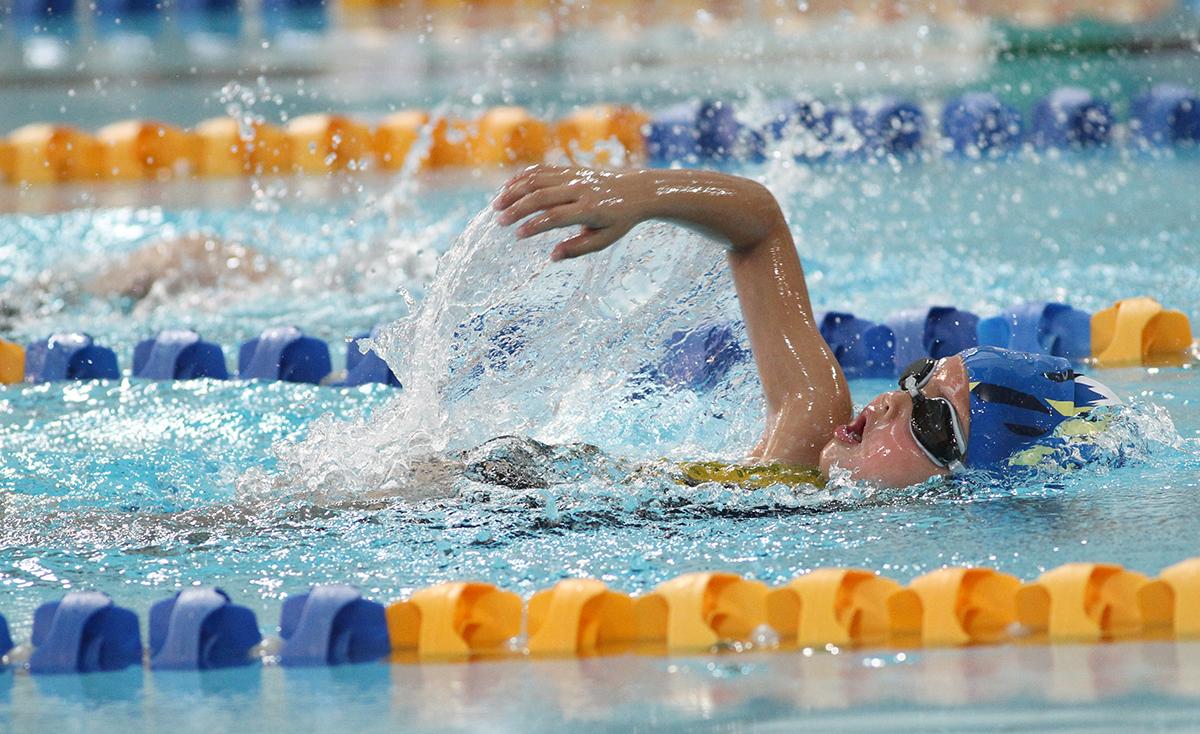 低年齡組別運動員爭奪個人全場錦標,競爭激烈