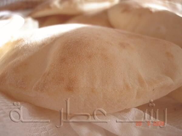طريقة عمل الخبز اللبناني بالخطوات 15.jpg