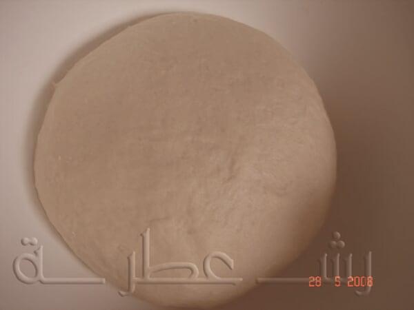 طريقة عمل الخبز اللبناني بالخطوات 3.jpg