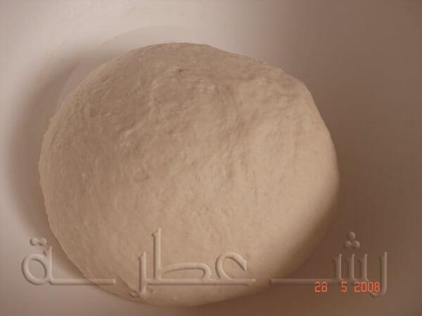 طريقة عمل الخبز اللبناني بالخطوات 2.jpg