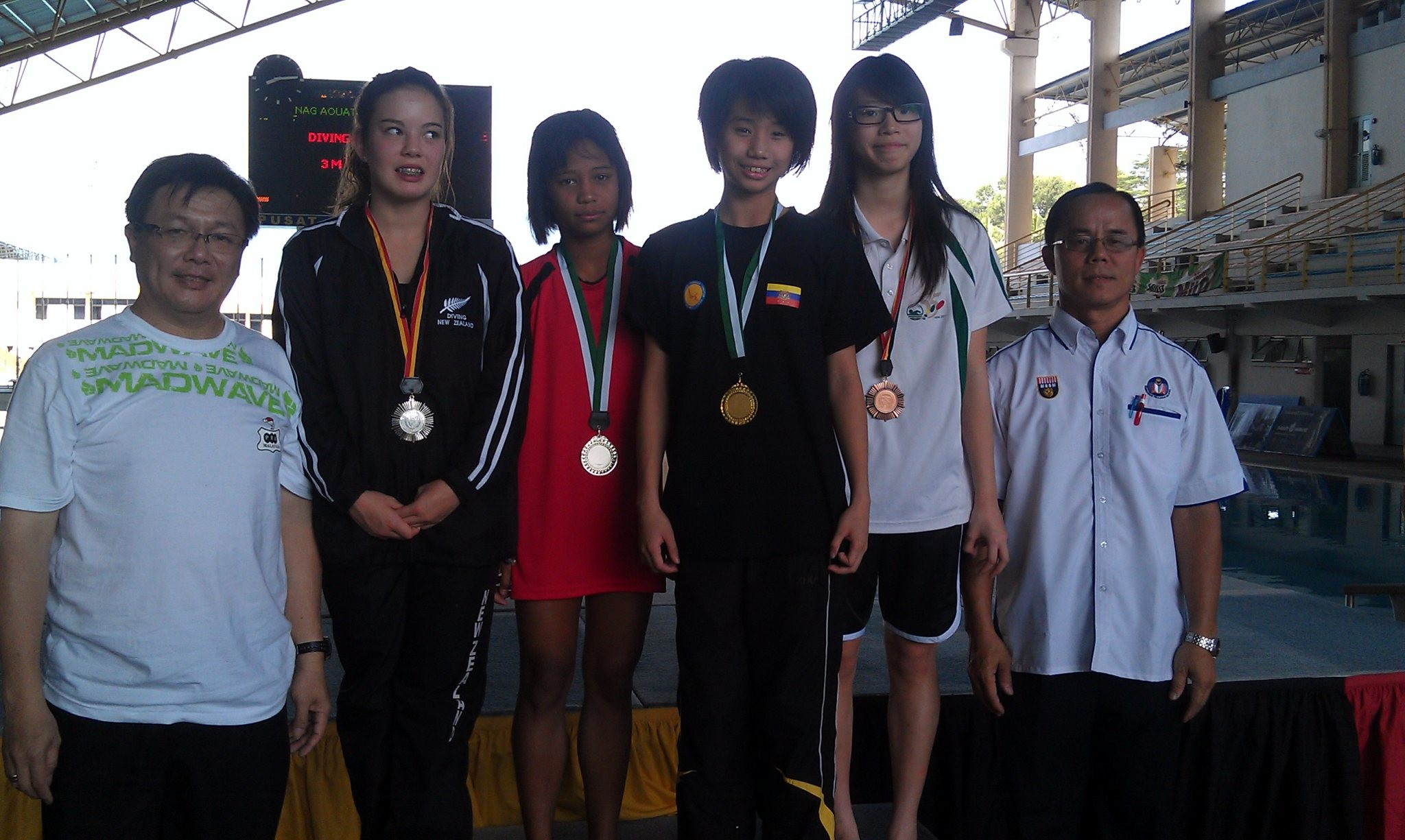 女B3米板國際組及本地組同台頒獎, 陳佩汶(右二)
