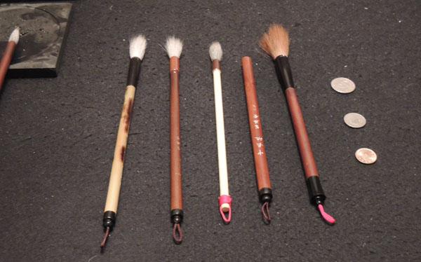 由左至右:特製大長流、中長流、小長流,中長流原筆桿比鋒長5.5cm的春聯筆還要粗!