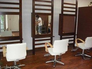 店舗内装 美容院 デザイン ローコスト 伊豆市 静岡県 リフォーム カット椅子 ミラー