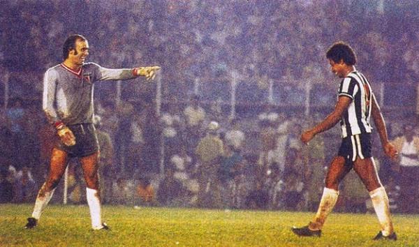 A tensa batalha do Mineirão em 1977. Waldir Peres, mais uma vez sai vencedor.