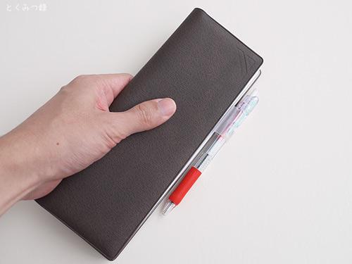 「超」整理手帳を手に持ってみた図 <表示されないときはブラウザで更新または再読み込みしてください