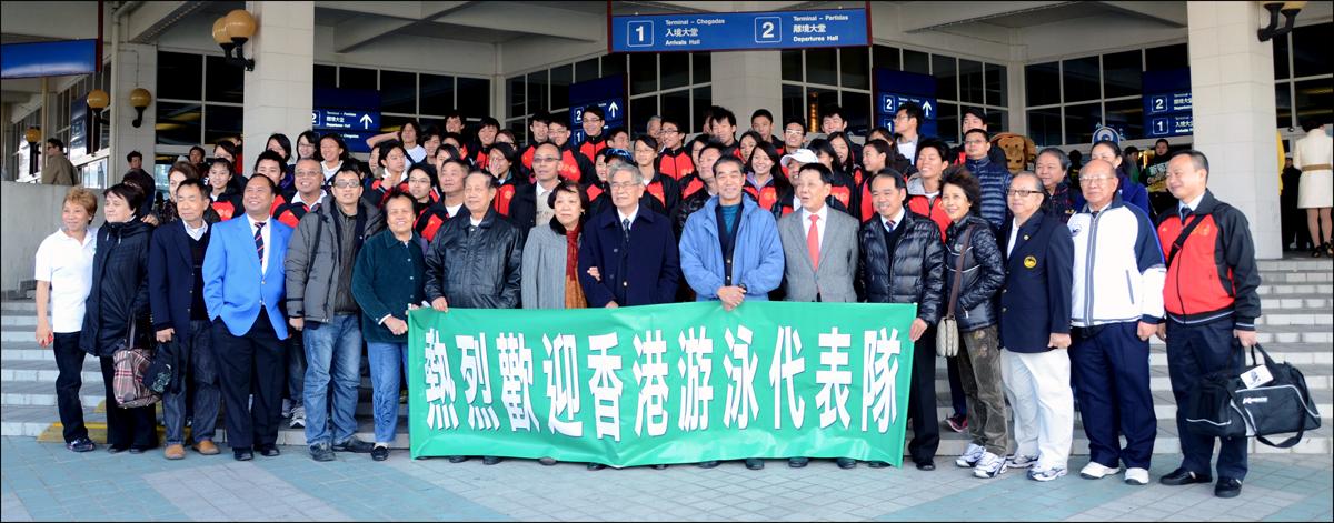 澳泳總負責人昨在港澳碼頭熱烈歡迎香港游泳隊