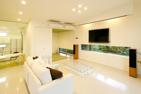 Casa con Persianas de Vidrio - StudioGreenBlue