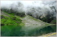 Hemkund Lake - photo courtesy of Flickr